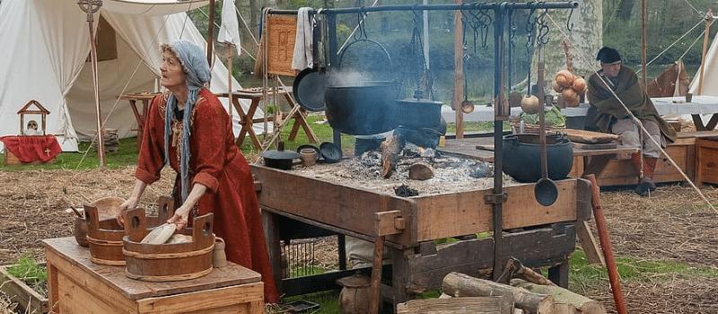 Records d'un mercat medieval inlingua Andorra blogpost woman in medieval market in France