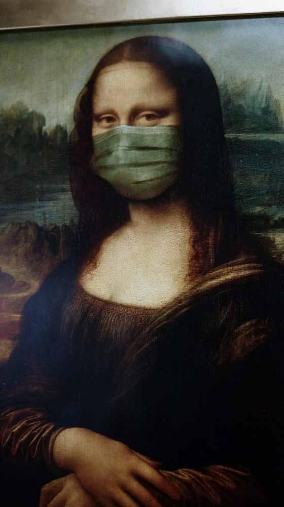 Mona LIsa with facemask inlingua Andorra