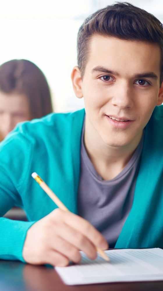 Joven examinado en inlingua Andorra